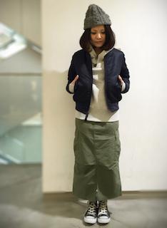 4ネイビーのMA1×パーカー×タイトロングスカート