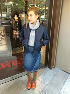 9ネイビーのMA1×タートルセーター×デニムスカート