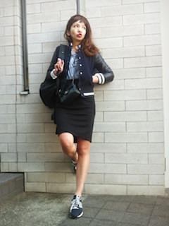 ネイビーのスタジャン×ストライプシャツ×タイトスカート