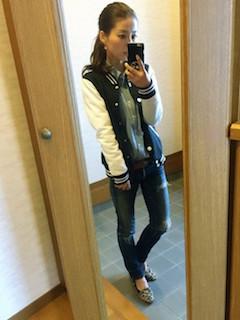 1黒のスタジャン×デニムシャツ×ジーンズ
