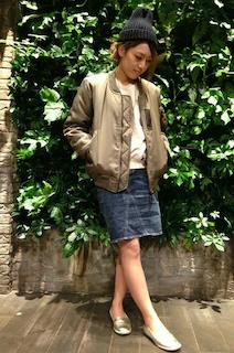 5ナイロンジャケット×トレーナー×デニムスカート