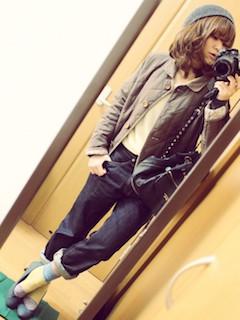 2キルティングジャケット×ニット×ジーンズ
