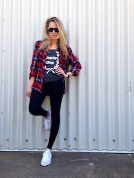 チェックシャツ×Tシャツ×レギンス