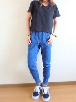 3 guのジョガーパンツ×VネックTシャツ