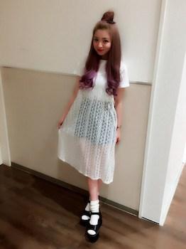 11白のキャミワンピ×白Tシャツ×ショートパンツ