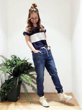 6デニムのジョガーパンツ×ボーダーTシャツ