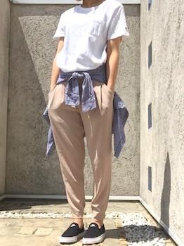 10ユニクロのジョガーパンツ×Tシャツ×デニムシャツ