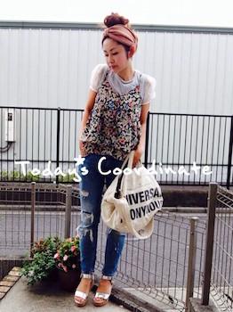5花柄のキャミソール×シフォンTシャツ×ジーンズ