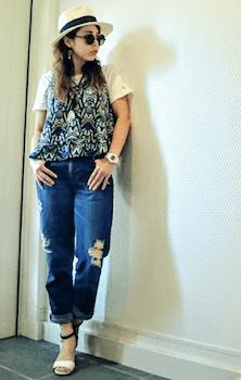 4キャミソール×白Tシャツ×ジーンズ