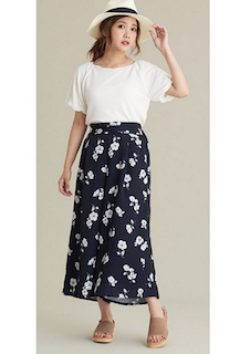 3花柄のスカーチョ×UネックTシャツ