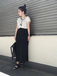 9黒のスカンツ×フレンチスリーブ×スカーフ