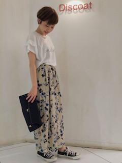 4花柄のスカーチョ×プリントTシャツ