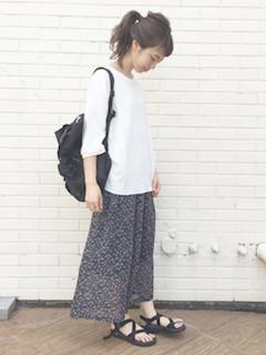 5花柄のスカーチョ×ボートネックTシャツ
