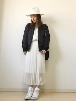 1白のプリーツスカート×MA1×白ハット