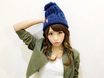 ボンボンニット帽×三つ編みツインテールのニット帽に合う髪型