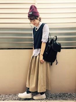 ニット帽×シャツベスト×マキシ丈スカート