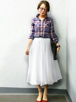 ネルシャツ×フレアロングスカート