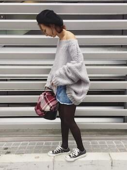 ボリューム袖ニット×ミニスカート×黒タイツ