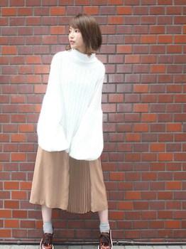 プリーツスカート×袖ボリュームニット×紐靴