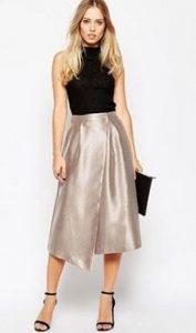 エレガントなメタリックスカートはパーティーシーンに似合うレディースコーデ