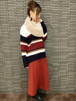 スヌード×マルチボーダーセーター×ロングスカート