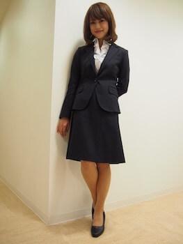 14テーラードジャケットとAラインスカートの入学式のレディースのスーツ