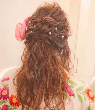 16卒業式で袴に合うねじりハーフアップのロングの髪型