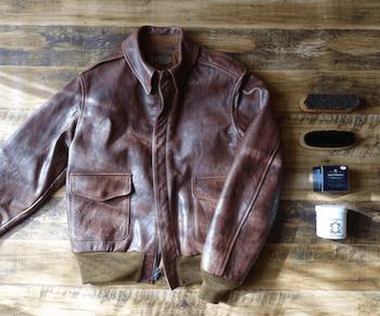 レザージャケットの汚れやカビ等のお手入れ方法:クリーム・ブラシで落とす
