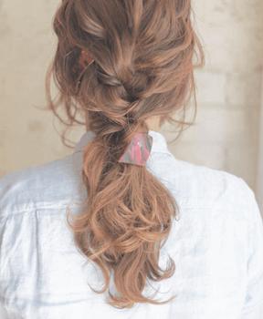 入学式でスーツに合うロングの髪型で編み込み大人ポニーテールの髪型