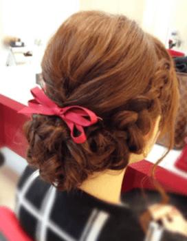 入学式でスーツに合うロングの髪型で三つ編みクラウンアップの髪型