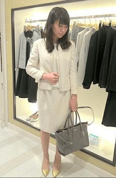 白ツィードジャケットにシフォントップス×ツィードスカート