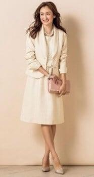 白テーラードジャケット×レースブラウス×Aラインスカート
