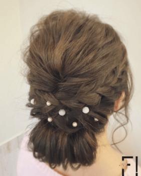 入学式でスーツに合うロングの髪型で三つ編みくるりんぱの髪型