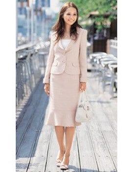 テーラードジャケット×白ブラウンス×マーメードスカート
