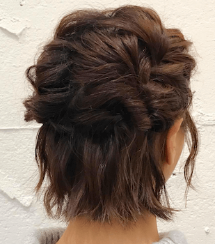 入学式でスーツに合うレディースの編み込みハーフアップの髪型