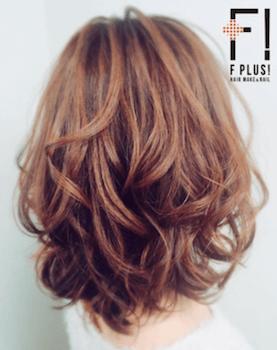 入学式でスーツに合うレディースの毛先ボリュームカールの髪型