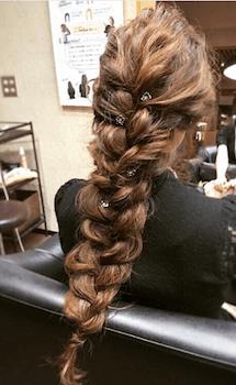 入学式でスーツに合うロングの髪型でフィッシュボーンの髪型