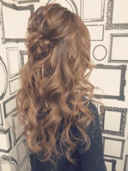 入学式でスーツに合うロングの髪型でボリュームミックスカールの髪型