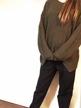 起毛素材のレディースに人気の黒色パンツ