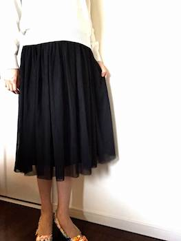 Aラインがレディースに人気の黒のチュールスカート