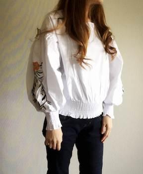 美ゆるシルエットがレディースに人気の刺繍ブラウス