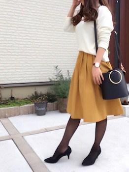 タイツ×白ニット×フレアスカート