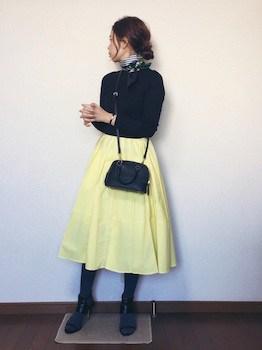 タイツ×黒ニット×フレアスカート