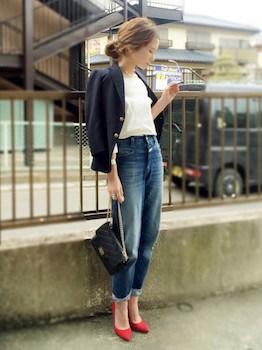ジャケット×白Tシャツ×デニムパンツ