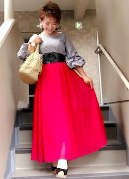 赤のロング・マキシ丈スカート×袖ボリュームブラウス