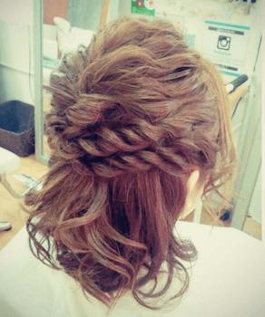 結婚式で人気のボブの髪型6:ダブル編み込みハーフアップ