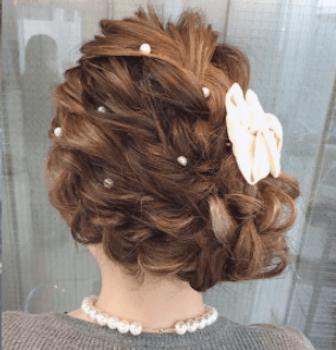 結婚式で人気のミディアムの編み込みサイドアップの髪型