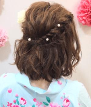 11浴衣に合うレディースのねじりハーフアップのボブの髪型