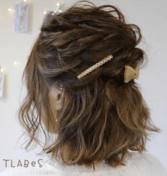 結婚式で人気のボブの髪型20:ねじりハーフアップ