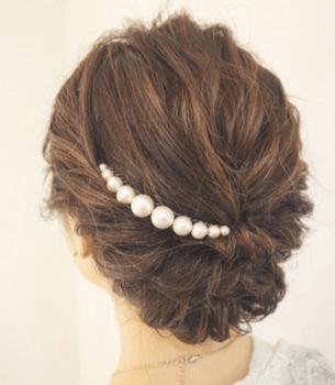 結婚式で人気のボブの髪型14:ハーフアップ&パールバレッタ